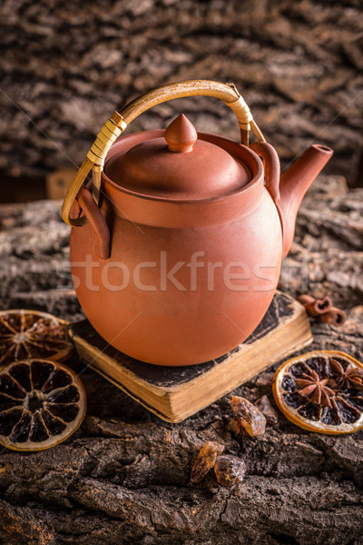 Arcilla tetera corteza té vintage olla Foto stock © grafvision