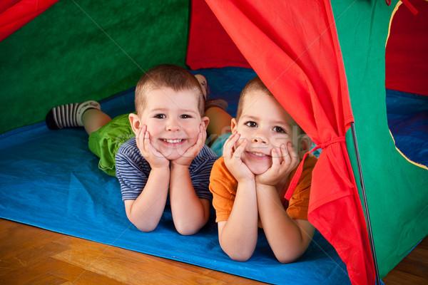 Mały chłopców wewnątrz kolorowy namiot patrząc Zdjęcia stock © grafvision