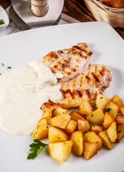 Kipfilet aardappel kaas saus restaurant Stockfoto © grafvision