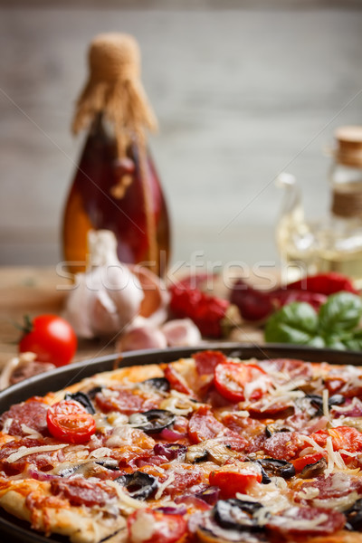Maison pizza still life alimentaire tomate huile d'olive Photo stock © grafvision