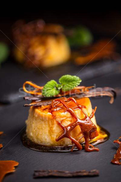 乳蛋糕 擔任 黑色 餐廳 奶油 商業照片 © grafvision