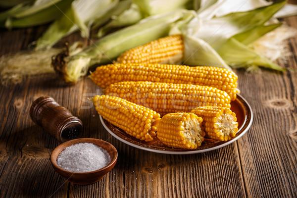 Főtt kukorica tányér fa deszka zöldségek citromsárga Stock fotó © grafvision