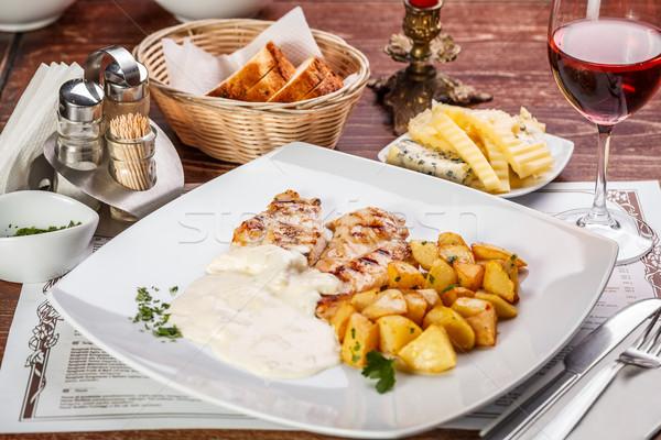 Gegrilde kip borst aardappel vier restaurant kaas Stockfoto © grafvision