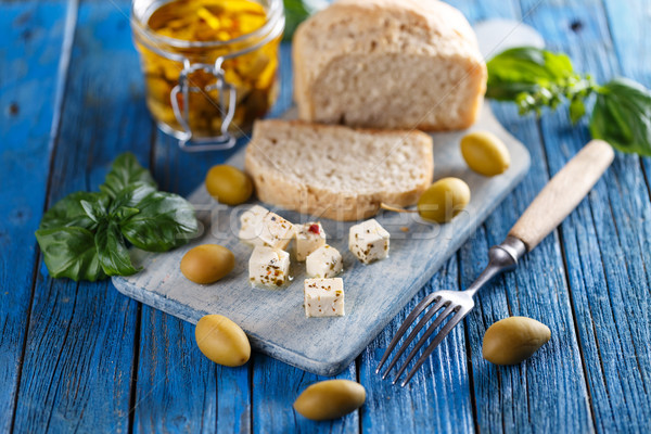 Gemarineerd geitenkaas olijfolie basilicum kaas olijfolie Stockfoto © grafvision