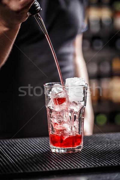 バーテンダー 作業 ラズベリー カクテル サービス 飲物 ストックフォト © grafvision