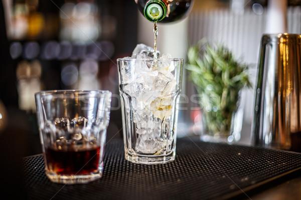 Professionele barman werk bar alcohol Stockfoto © grafvision