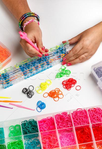 Jeune femme bracelet caoutchouc crochet vert Photo stock © grafvision