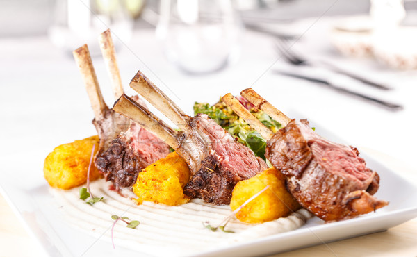 Lam geserveerd fine dining restaurant voedsel biefstuk Stockfoto © grafvision