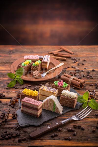 Mini gâteaux différent vintage table en bois alimentaire Photo stock © grafvision