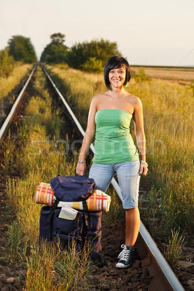 Turista mulher ferrovia mochila mapa natureza Foto stock © grafvision