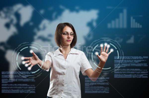 Kobieta interesu dotknąć palców skaner faktyczny interfejs Zdjęcia stock © grafvision