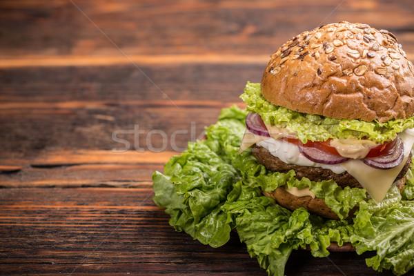 Hamburger fatto in casa alla griglia legno alimentare formaggio Foto d'archivio © grafvision