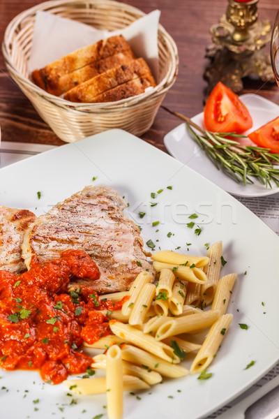 焼き 豚肉 ステーキ 肉 トマトソース パスタ ストックフォト © grafvision