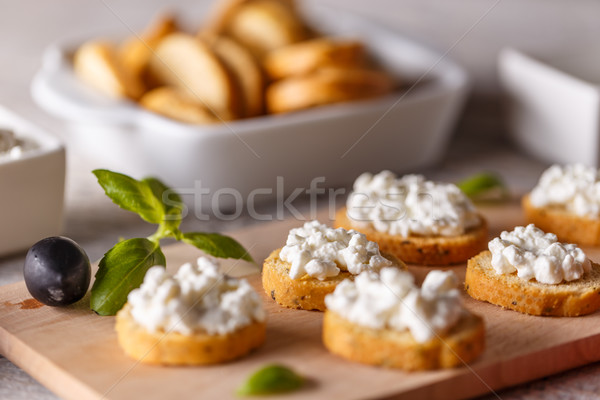 Bruschetta süzme peynir parmak taze krem Stok fotoğraf © grafvision
