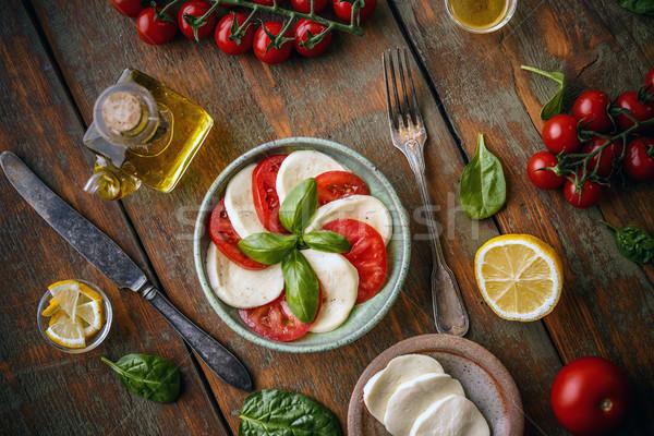 Klasik caprese salatası plaka sağlıklı ahşap yaprak Stok fotoğraf © grafvision