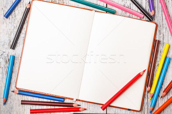 Színesceruza jegyzettömb rusztikus fa asztal iroda papír Stock fotó © grafvision