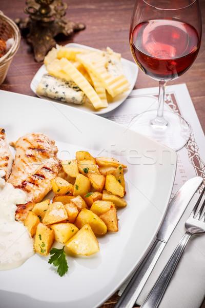 Pechuga de pollo pollo a la parrilla mama adornar servido restaurante Foto stock © grafvision