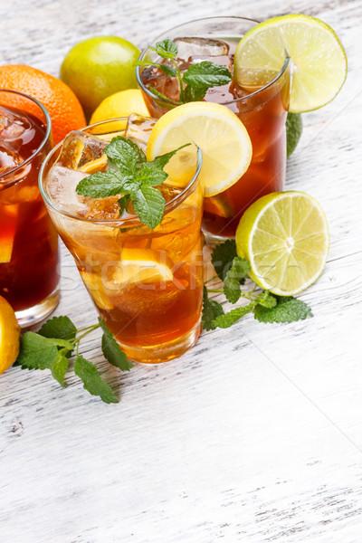 Gözlük buzlu çay ahşap masa cam arka plan yaz Stok fotoğraf © grafvision