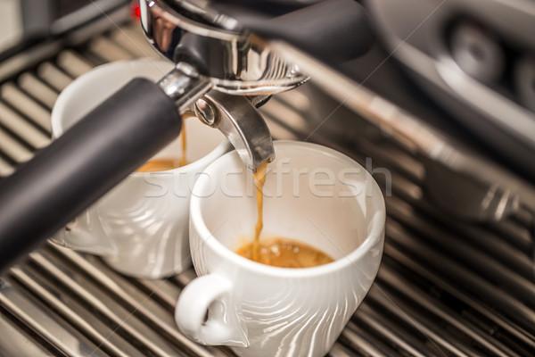 Profi eszpresszó gép áramló friss kávé Stock fotó © grafvision