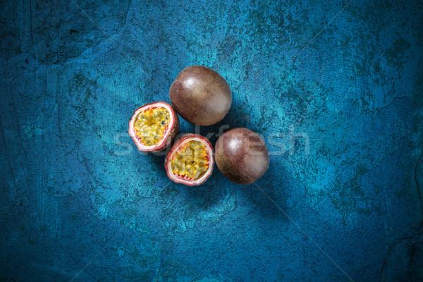 Olgun organik tutku meyve mavi üzerinde Stok fotoğraf © grafvision