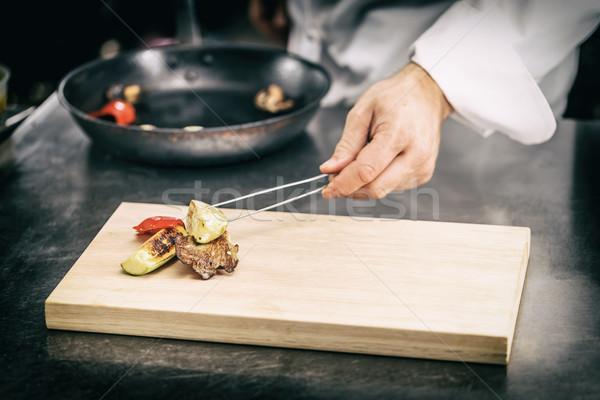 повар служивший гриль овощей разделочная доска совета Сток-фото © grafvision