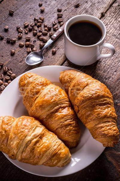Kávé croissant klasszikus fa asztal háttér fekete Stock fotó © grafvision