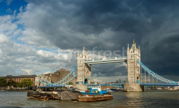 Tower Bridge tekne nehir Londra gökyüzü bulutlar Stok fotoğraf © grafvision