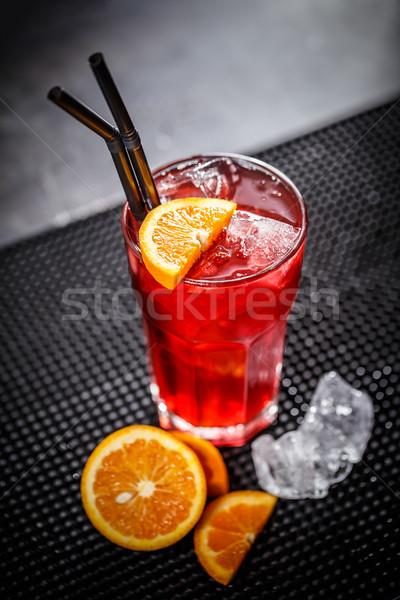 Czerwony koktajl pomarańczowy plasterka kostkę lodu tle bar Zdjęcia stock © grafvision