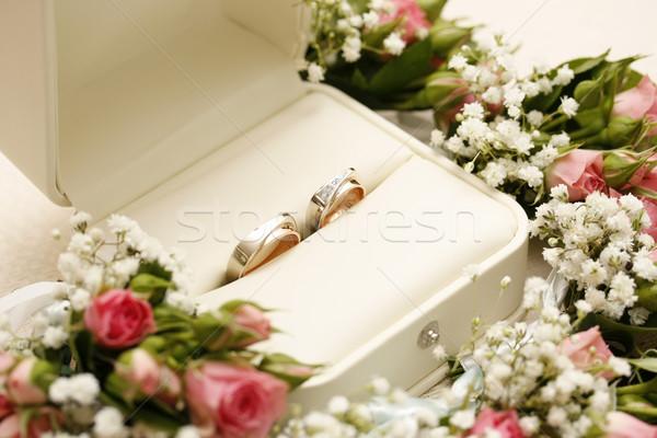 Jegygyűrűk rózsák virág esküvő szeretet rózsa Stock fotó © grafvision