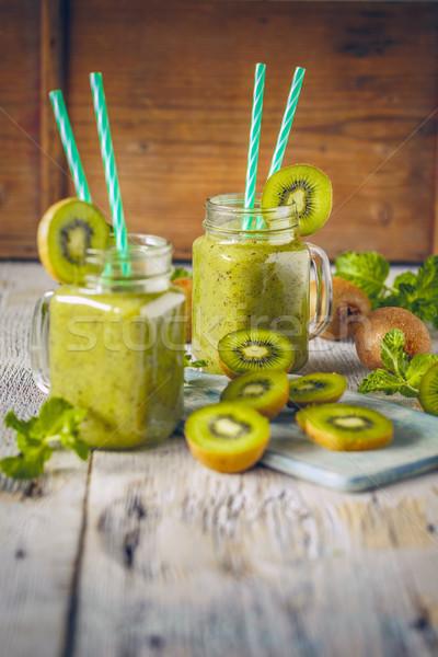 Gezonde vers kiwi smoothie glas houten Stockfoto © grafvision