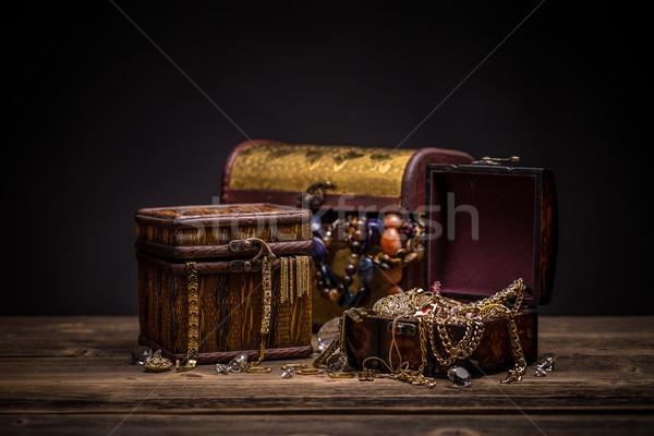 Imagine de stoc: Piept · bijuterii · natura · moarta · aur · monede · comoară
