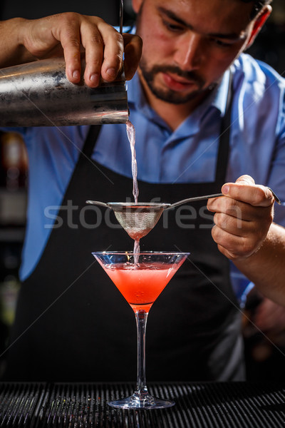 Barman cocktail bar counter drinken Stockfoto © grafvision
