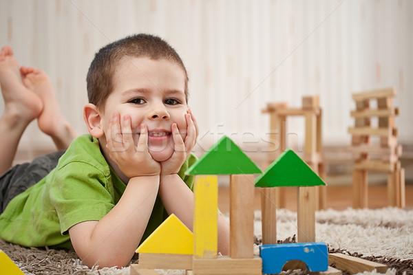 Nino jugando bloques pequeño edificio casa Foto stock © grafvision