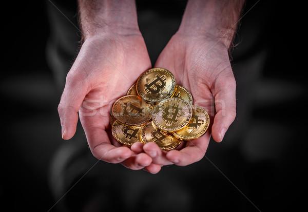 Homem bitcoin financeiro dourado mão Foto stock © grafvision