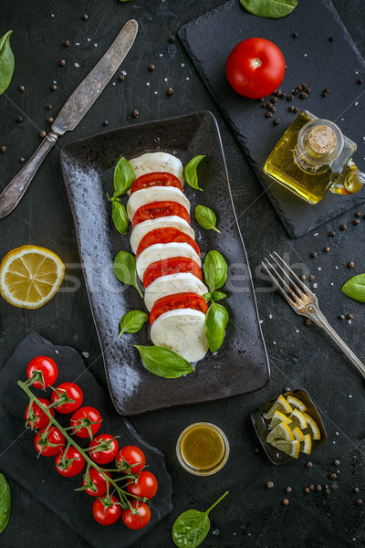 классический салат Капрезе пластина здорового черный продовольствие Сток-фото © grafvision