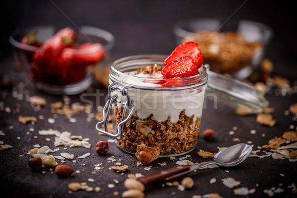 Finom granola felszolgált joghurt friss eprek Stock fotó © grafvision