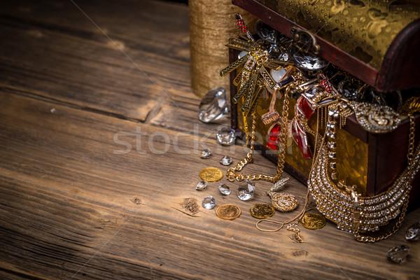 Kincsesláda fából készült űr szöveg doboz gyémánt Stock fotó © grafvision