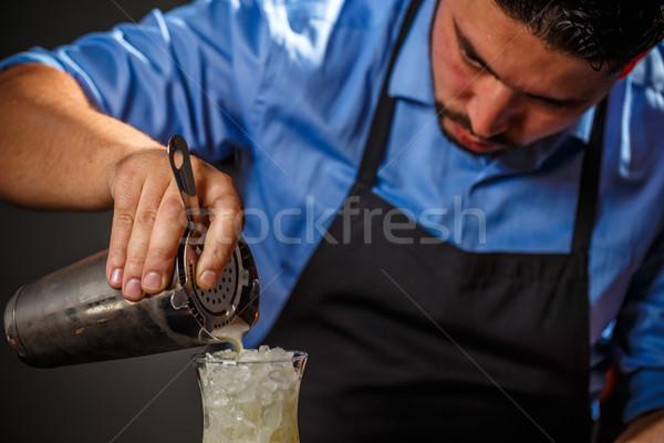 バーテンダー 新鮮な ピニャコラーダ ガラス バー ストックフォト © grafvision