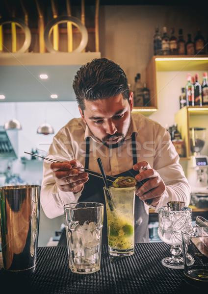 бармен коктейль киви вечеринка ресторан Бар Сток-фото © grafvision