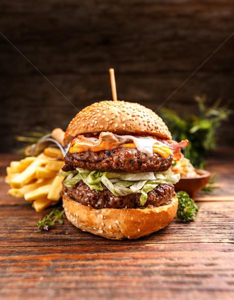 Taze Burger peynir et sebze ahşap Stok fotoğraf © grafvision