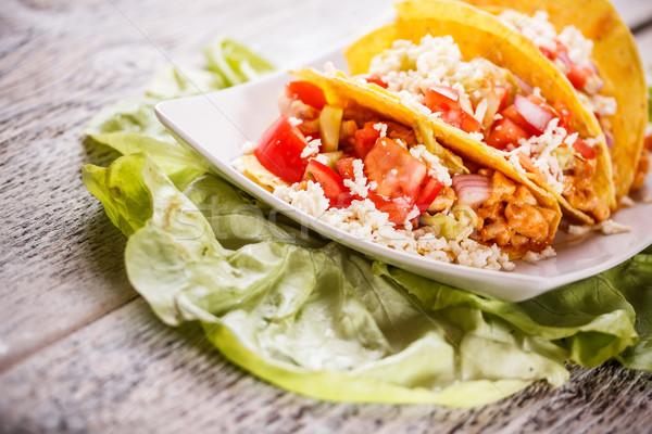 Tacos tavuk fasulye beyaz soğan domates Stok fotoğraf © grafvision