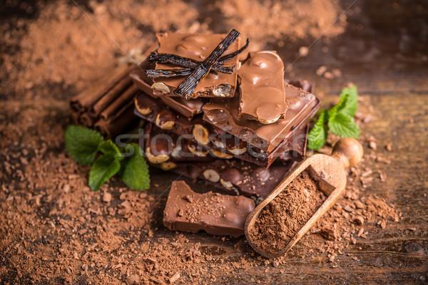 Donkere hazelnoot chocolade stukken snoep gebroken Stockfoto © grafvision