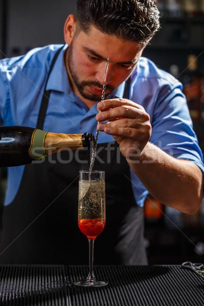 Barman champán cóctel aumentó atasco vino Foto stock © grafvision