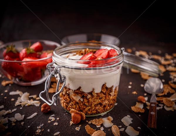 Foto d'archivio: Fatto · in · casa · yogurt · fragole · open
