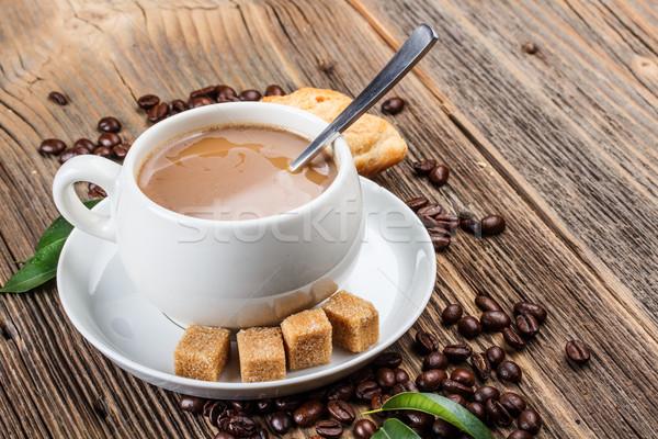 Koffiekopje vers koffiebonen koffie ontbijt beker Stockfoto © grafvision