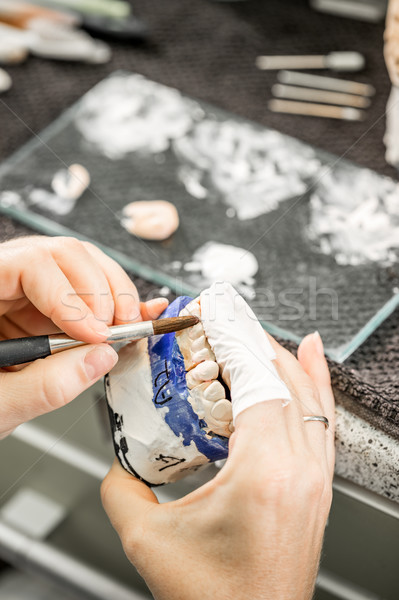 Frau Hand Malerei Arbeit medizinischen Technologie Stock foto © grafvision