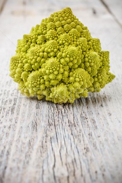 Karfiol fa asztal zöld spirál fából készült nyers Stock fotó © grafvision