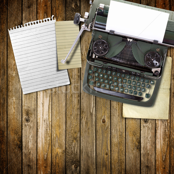 Foto d'archivio: Vecchio · vintage · macchina · da · scrivere · foglio · carta · tastiera