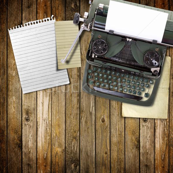 Oude vintage schrijfmachine vel papier toetsenbord Stockfoto © grafvision