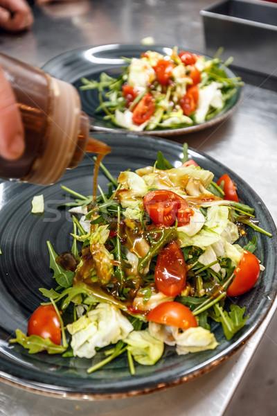 Szakács áramló saláta mártás főzés folyamat Stock fotó © grafvision